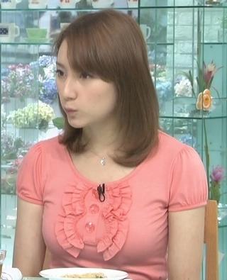 加藤シルビア 胸元3.jpg
